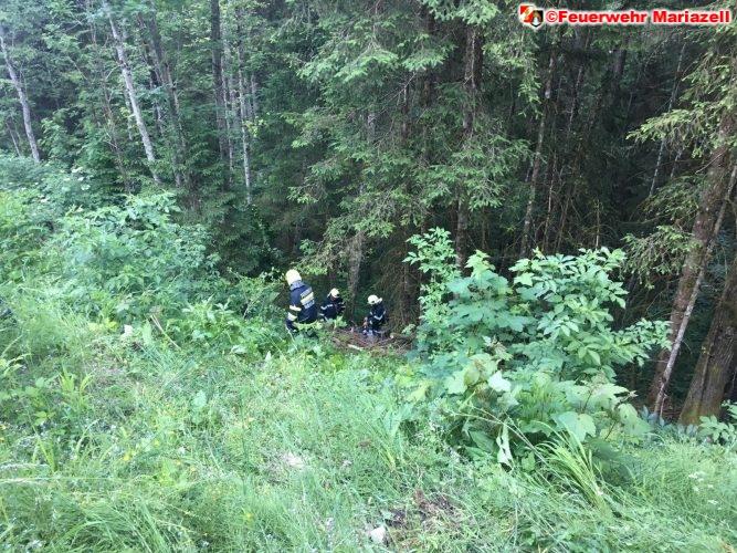 Motorrad stürzte 15 Meter in den Abgrund
